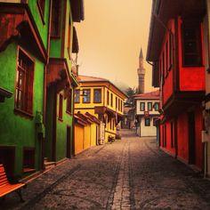 Eskişehir Turkey Vacation, Turkey Travel, Turkey Art, Turkey Country, House Inside, Istanbul Turkey, Vacation Destinations, Art And Architecture, Old Photos