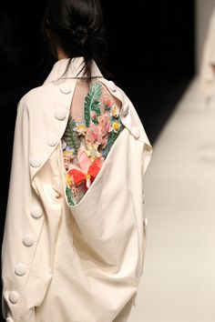 Asian Fashion Meets TOKYO (Vietnam), Rakuten Fashion Week TOKYO (RakutenFWT) is the most famous fashion festival of Japan. Tokyo Fashion, Asian Fashion, Look Fashion, Fashion Details, High Fashion, Autumn Fashion, Fashion Outfits, Fashion Design, Feminine Fashion