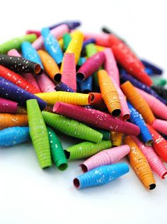 Love the glitters on these paper beads