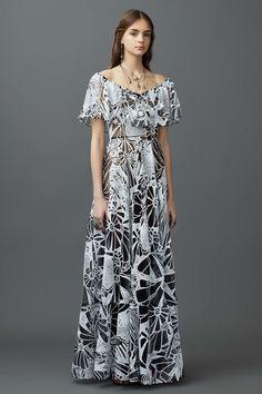 Natalie Portman stuns in monochrome dress at Jackie premiere at Venice Film…