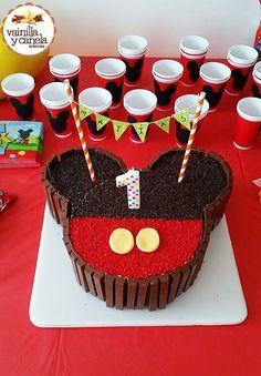 Mickey Cakes, Bolo Mickey E Minnie, Mickey Mouse Cake, Minnie Mouse Cake, Mickey 1st Birthdays, Mickey Mouse First Birthday, Mickey Mouse Baby Shower, Mickey Mouse Clubhouse Birthday Party, Minnie Mouse Candy Bar