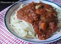 Ma sauce classique que je fais depuis plusieurs années!    2 lbs de boeuf haché 2 carottes en rondelles 2 branches de céleri tranchés 1 oign...