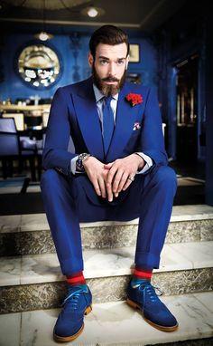 Abito blu uomo abbinamento scarpe vietate