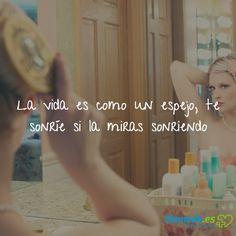 La vida es como un espejo, te sonríe si la miras sonriendo #salud #healthy #frase #quote