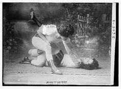 Vintage Female Wrestling – 25 Amazing Photos Show Women Fighting in the Ring in the Past Catfight Wrestling, Women's Wrestling, Wrestling Party, Submission Wrestling, Bon Sport, Ju Jitsu, Women Boxing, Boxing Girl, People