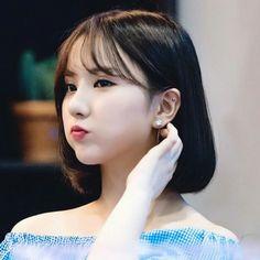 eunha gfriend Kpop Girl Groups, Kpop Girls, Asian Woman, Asian Girl, Role Player, Jung Eun Bi, G Friend, Iconic Women, Meme Faces