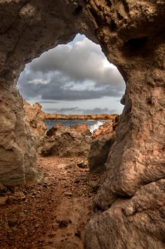 ✯ A beautiful natural stone arch shows an amazing landscape of the Mediterranean island of Minorca