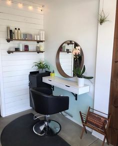 Spotted: Mobile Stylist Cart and Cinque Styling Chair at the stunning Tribe Studio in Leucadia, CA! Home Beauty Salon, Home Hair Salons, Hair Salon Interior, Nail Salon Decor, Beauty Salon Decor, Salon Interior Design, In Home Salon, Hair Salon Stations, At Home Salon Station
