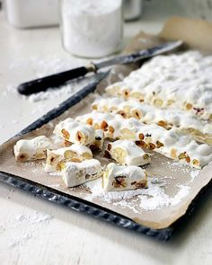 fransk-nougat Easy Candy Recipes, Raw Food Recipes, Sweet Recipes, Christmas Sweets, Christmas Candy, Christmas Cookies, Xmas, Cookie Desserts, No Bake Desserts