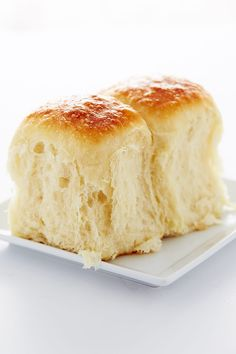 My Vanishing Yeast Rolls recipe. These exceptionally flavorful yeast rolls are very Soft, moist and flaky. They melt in your mouth and have a tendency to vanish in the blink of an eye, just like those good old Vanishing Oatmeal Cookies, remember them? Make sure to make the full batch. Or two.   ifoodblogger.com #rolls #yeastrolls #dinnerrolls #dinnerbread