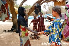 "photo diary #214  ""나와 조금 다르지만 우리는 금방 친구가 되었어요.""   서아프리카 식량위기 속에서도 아이들의 순수한 우정은 싹텄습니다^^  Niger 2012 ⓒ Chris Webster      #worldvision #world vision #charity"