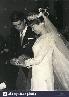 Guy de Bourbon-Parma wed Brigitte Peu-Duvallon, The bride wore a very ornate diamond tiara. Image courtesy of alamy Todd White Art, Royal Weddings, Vintage Weddings, King Of The World, Vintage Fashion Photography, Bride Gowns, Parma, Cannes, Retro