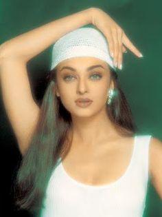 shes sensual beauty created by nature Aishwarya Rai Young, Aishwarya Rai Pictures, Aishwarya Rai Photo, Actress Aishwarya Rai, Aishwarya Rai Bachchan, Vintage Bollywood, Bollywood Girls, Bollywood Fashion, Bollywood Makeup