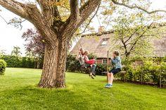 sommer, schaukel, kinder, scheune, nussbaum, walnussbaum, walnuss, bauernhaus, landhaus. www.welle8.com #Schaukel #Spielendekinder