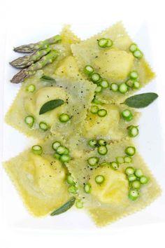 Ravioli asparagi (fuori) e brie (dentro)