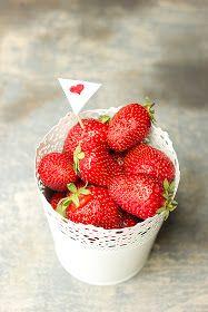 Gyémánt Konyha: Gyümölcsös túrós pite Strawberry, Fruit, Food, Essen, Strawberry Fruit, Meals, Strawberries, Yemek, Eten
