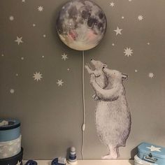 What if you knew that every star twinkles for you ✨... very cute set up with the star boxes by @mrs.leko #hartendief #hartendieftips #polarbear #moonlamp #gaslapenmaan #theoriginalmoonlight #twinklestar #kidsroomdecor #decorforbaby kids lamp