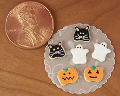 Dollhouse Miniature Halloween Handcrafted plate pumpkin cookies w//2 filled mugs