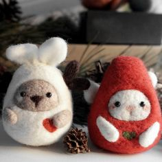 Design: Needle felted Animal Cute bunny reindeer In Stock: 7-10 days for processing Include: Only The bunny/reindeer Color: Brown, White, Red Material: Felt Wool (100% merino wool), Plastic Eyes, Love Size: 5cm(H) x...