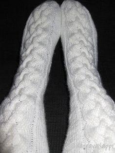 Palmikkosukat Leg Warmers, Socks, Knitting, Fashion, Moda, Tricot, Fashion Styles, Breien, Sock