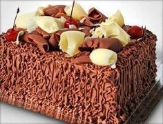 BOLO SENSAÇÃO MORANGO COM CHOCOLATE Sweet Recipes, Cake Recipes, Food Net, Gingerbread Cake, Creative Food, Yummy Cakes, Chocolate Recipes, Delicious Desserts, Cupcake Cakes