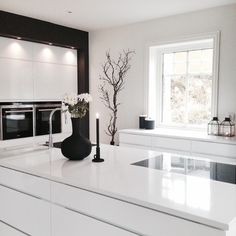 minimalist kitchen ideas - Find the best ideas for your minimalist style kitchen that suits your taste. Browse for amazing pictures of minimalist style kitchen for inspiration. Kitchen Interior, Interior, Home, Contemporary Kitchen, Open Plan Kitchen Living Room, Living Room Interior, House Interior, Home Kitchens, Interior Design