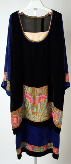 Dress, Callot Soeurs  ca. 1920-1922, French, velvet, embroidery.