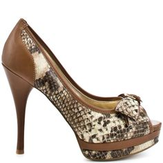 Feel like a temptress in these snake inspired pumps from Guess.  Sanura has a natural snake upper trimmed with beige piping and trim.  A feminine bow at the vamp, 1 inch platform and 4 1/2 inch heel finalize this confident pump.