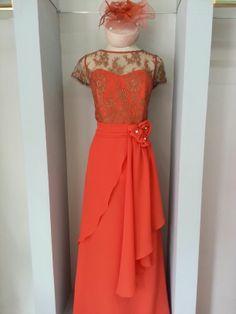 Vestido de fiesta y madrina, realizado en chantilly y gasa chifón. http://www.scalacostura.com #fiesta #madrinas #novias #moda2014 #fashion #moda #dress #partydress #wedding