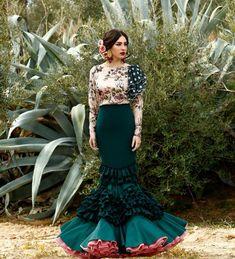 Spanish style – Mediterranean Home Decor Spanish Dress, Spanish Style, Flamenco Costume, Flamingo Dress, Mexican Fashion, Ethnic Dress, Yes To The Dress, Dance Dresses, Dresses Dresses
