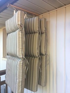The perfect pillow storage! - The pillow storage - Conservatory ideas - The perfect pillow storage! – The pillow storage / - Patio Chair Cushions, Diy Chair, Balcony Chairs, Room Chairs, Office Chairs, Chair Pillow, Bag Chairs, Cleaning Outdoor Cushions, Camper Cushions