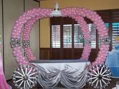 For a Girl's Birthday Party You Can Make a Princess Carriage with Balloons Disney Princess Party, Princess Theme, Baby Shower Princess, Princess Castle, Cinderella Birthday, Princess Birthday, Girl Birthday, Cinderella Theme, Birthday Table