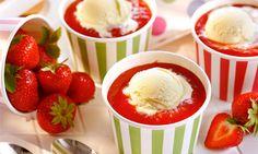 Vanilleeis mit Erdbeersoße Rezept: Ein selbstgemachter Dessert-Klassiker: Eis und Fruchtsoße - Eins von 5.000 leckeren, gelingsicheren Rezepten von Dr. Oetker!