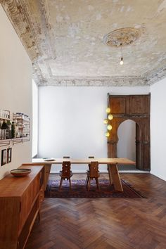 Heritage Apartment in Berlin by Marc Benjamin Drewes ARCHITEKTUREN & Schneideroelsen | http://www.yellowtrace.com.au/marc-benjamin-drewes-architekturen-heritage-apartment-berlin/