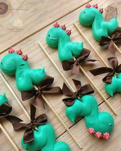 Just sighing really 😂❤️ I love inventing these little animals . Just sigh really 😂❤️ Love - Meringue Cookie Recipe, Meringue Desserts, Cute Desserts, Lollipop Recipe, Cupcakes Decorados, Pavlova, Meringue Kisses, Wilton Cake Decorating, Cake Blog