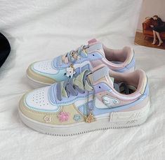 Nike Air Shoes, Sneakers Nike, Sneakers Fashion, Fashion Shoes, Kawaii Shoes, Aesthetic Shoes, Hype Shoes, Painted Shoes, Pretty Shoes