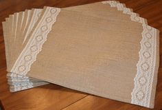 Burlap and flat lace lined or unlined feathered edge rustic country placemats machine embroidery available - Best Sewing Tips Burlap Projects, Burlap Crafts, Diy Crafts, Table Runner And Placemats, Burlap Table Runners, Linen Placemats, Rustic Placemats, Rustic Table, Burlap Lace