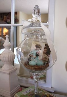 20 an Easter terrarium with a bird nest and blue eggs, vintage photos - Shelterness Easter Table Decorations, Decoration Table, Easter Decor, Spring Decorations, Easter Centerpiece, Easter Ideas, Holiday Fun, Holiday Decor, Decoration Originale