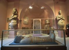 Mystery of the Mummy from KV55 - The Plateau - Official Website of Dr. Zahi Hawass. Coffin of Akhenaten, Tutankhamen father.