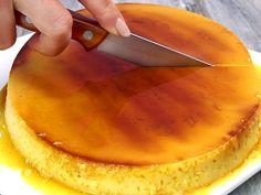 Spanischer Flan ist ein echter Klassiker! Wir erklären dir Schritt für Schritt, wie du das cremige Dessert mit Karamellsoße zubereitest.