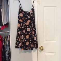 Dress worn twice Black and floral print American Eagle Outfitters Dresses Midi