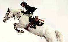 障害飛越競技用にエルメスのパートナー選手たちと獣医が協力して開発。 人馬一体の境地へ…新しい障害鞍《エルメス・アレグロ》