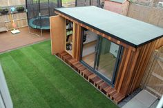 Garden office with hidden storage shed built by garden fortress , surrey modern study/office by garden fortress modern Garden Office Shed, Backyard Office, Backyard Studio, Garden Studio, Garden Sheds, Outdoor Office, Outdoor Rooms, Gym Shed, Tyni House