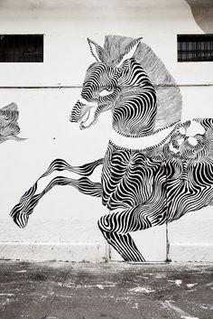 Hybrid Horse street art - I'm in with this crazy talent! Grafitti Street, Street Art Utopia, American Paint Horse, American Quarter Horse, Horse Outline, Amazing Street Art, Lany, Mural Art, Chalk Art