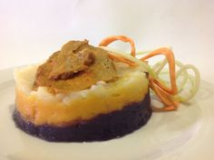 Timbal de col roja, batata y chayote, con seitán  casero a la mostaza y espagueti cridivegano de verduras. Más en www.casachema.com platos veganos.
