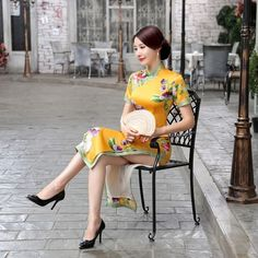Chinese Traditional Costume, Traditional Dresses, Chinese Gown, Beautiful Chinese Women, Cheongsam Dress, Asia Girl, Online Dress Shopping, Satin Fabric, Chinoiserie