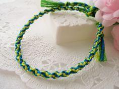ねじり編みの説明(ねじり編みのミサンガ)の作り方|その他|ファッション小物|アトリエ Handmade Accessories, Handicraft, Friendship Bracelets, Knots, Diy And Crafts, Crochet Necklace, Projects To Try, Beads, Knitting