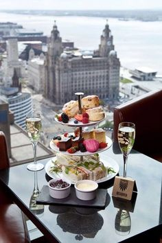 AFTERNOON TEA – PANORAMIC 34 Arguably the ultimate form of indulgence is afternoon tea. Liverpool isn't short of great places to get your fix but you go here for more than just the food. Take a look at that view. - Red Tea Is Best Best Afternoon Tea, Afternoon Tea Parties, Afternoon Tea Table Setting, Luxury Food, Luxury Hotels, Tea Time, Tea Cups, Food Porn, Food And Drink