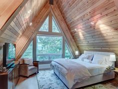 Haus All Pure, Chemical Free At House Dry Cleansing Strategies Perchloroethylene, higher often calle Tiny House Cabin, Tiny House Design, Cabin Homes, Cozy House, A Frame House Plans, A Frame Cabin, Bedroom Loft, A Frame Bedroom, Cabins And Cottages