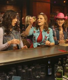 Still of Michaela Conlin, Emily Deschanel and Carla Gallo in Bones (2005)